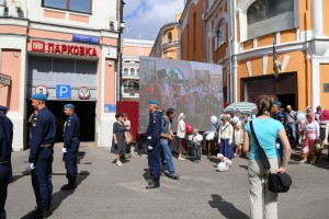 Литургия фото перед храмом на улице